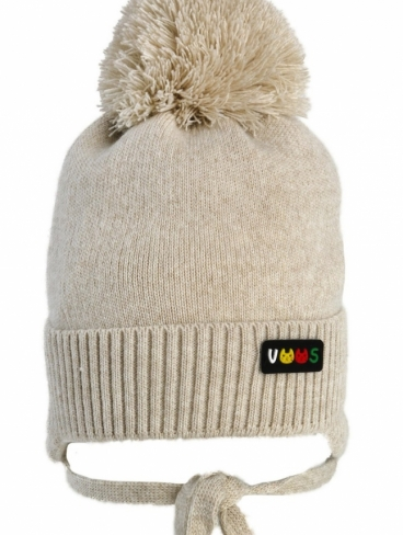 бежевая шапка на 46-48 размер с помпоном мальчику